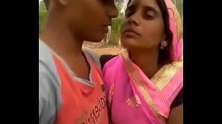 Bhabhi kiss video